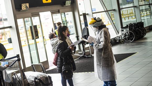 Los vuelos  tendrán como requisito que los pasajeros tengan una prueba molecular negativa de COVID-19. (Foto: AFP)