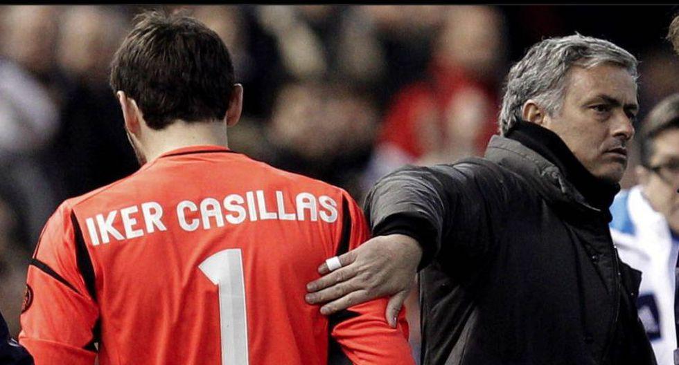 Iker Casillas fue puesto en la banca de suplentes por José Mourinho. Hasta hoy tienen algunos cruces en Twitter.