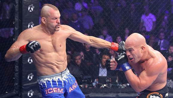 Excampeón de UFC podría llegar a WWE tras visitar el Centro de Rendimiento. Getty Images)