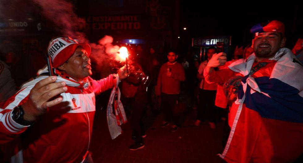 Hinchas chilenos recordaron su bicampeonato y los peruanos así respondieron. (Foto: Daniel Apuy)