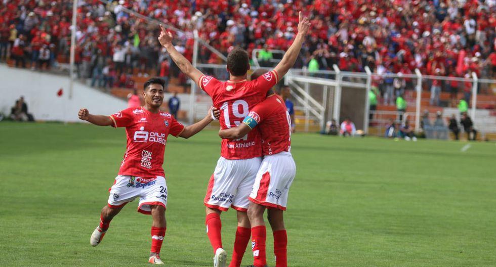 Cienciano puso el 1-0 ante Bolívar a inicios del amistoso por la 'Tarde del 'Papá'. (Foto: GEC)