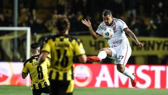 Atlético Paranaense venció 2-1 a Peñarol en el duelo de ida por semifinales de Copa Sudamericana 2021. (Foto: @AthleticoPR)