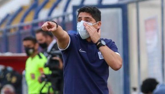 Guillermo Salas estuvo al frente del plantel en el partido contra Melgar, por la fase 2. (Foto: Liga 1)