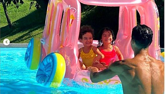 Cristiano Ronaldo disfruta día de verano junto a sus pequeños hijos