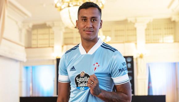 Tapia posó con la camiseta de su nuevo equipo (Foto: Celta de Vigo)