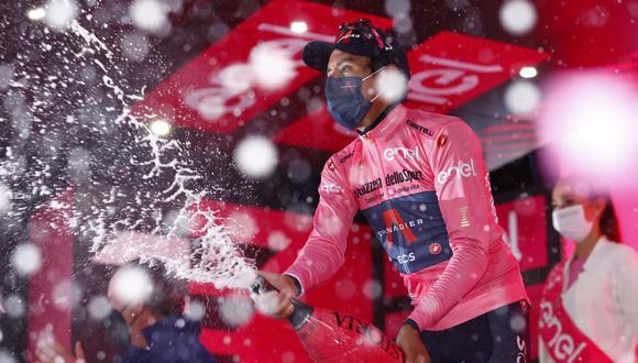 Egan Bernal gana en Cortina d'Ampezzo y es el único líder del Giro de Italia. (Foto: AFP)