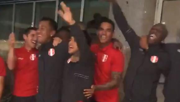 Perú vs. Brasil: jugadores de la Selección Peruana se unieron a los hinchas en un memorable banderazo previo a (Captura)
