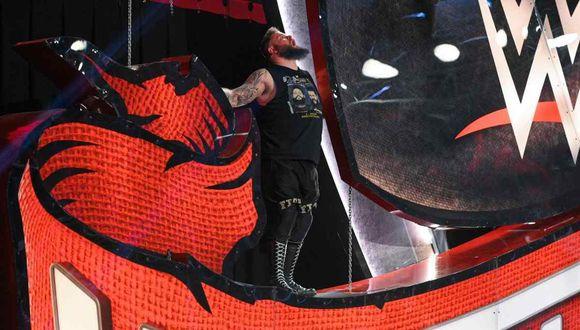 El plan original de Kevin Owens para el salto sobre Seth Rollins. (Foto: WWE)