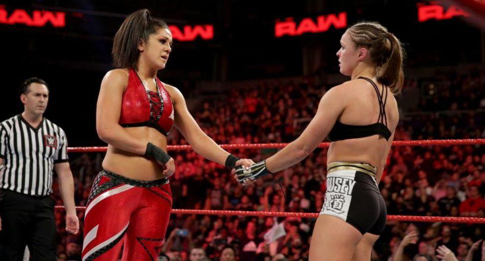 Bayley arremetió contra Ronda Rousey, pero resaltó su papel como icono femenino en la empresa. (WWE)