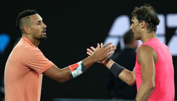 Kyrgios y Nadal dándose las manos en el partido que tuvieron en el Australian Open 2020. (Foto: Getty Images)