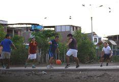 Indignante: son captados jugando fulbito en Villa El Salvador en pleno estado de emergencia