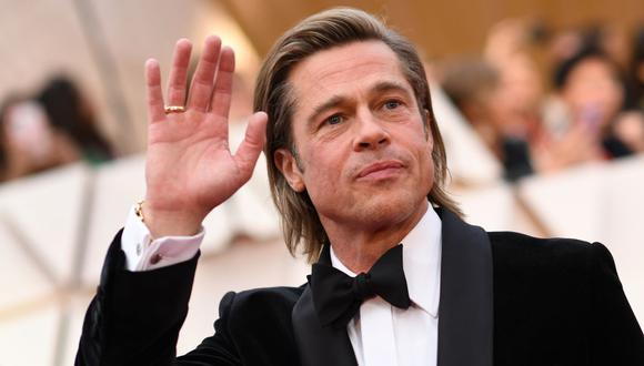 Captan a Brad Pitt en silla de ruedas y saliendo de un consultorio. (Foto: Valerie Macon / AFP)