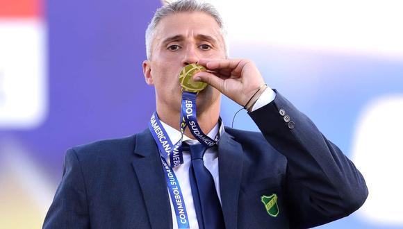 Hernán Crespo se despidió de Defensa y Justicia tras ganar la Copa Sudamericana. (Foto: EFE)
