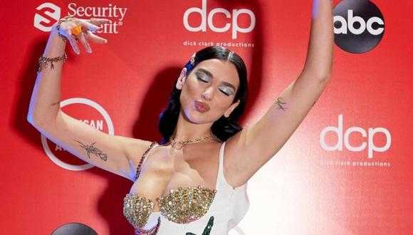 El look de Dua Lipa en los American Music Awards 2020. (Foto: @dualipa)
