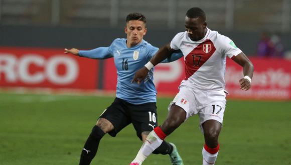Advíncula completó 90 minutos en el Perú vs. Uruguay. (Foto: Violeta Ayasta / GEC)