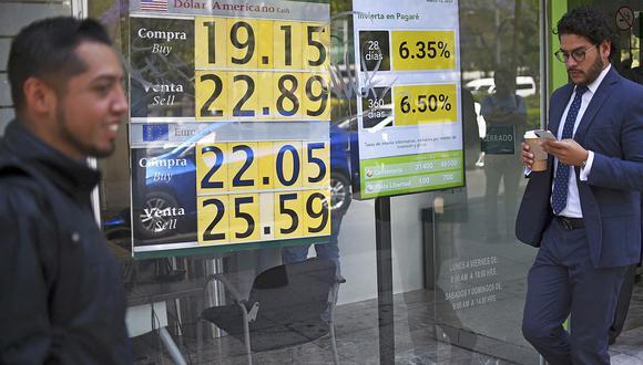 El dólar se negociaba a 19,9 pesos en México este jueves. (Foto: AFP)