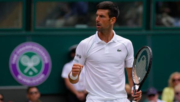 Novak Djokovic venció al húngaro Fucsovics y avanzó a las semifinales de Wimbledon. (Twitter)