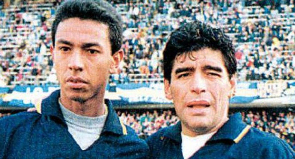 Nolberto Solano con Diego Armando Maradona en Boca Juniors. (Foto: Difusión)