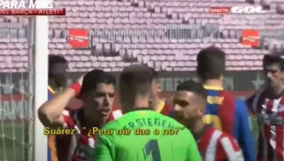 El cruce entre Luis Suárez, Gerard Piqué y Marc-André Ter Stegen. (Foto: Captura de Gol)