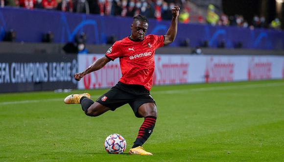 Jéremy Doku disputó 37 encuentros, anotó dos goles y brindó tres asistencias con el Rennes. (Foto: Getty)