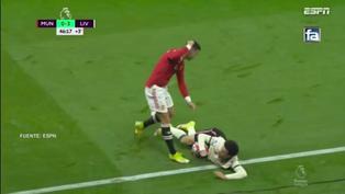 Cristiano Ronaldo se descontroló y pateó a Curtis Jones en el Manchester United vs. Liverpool
