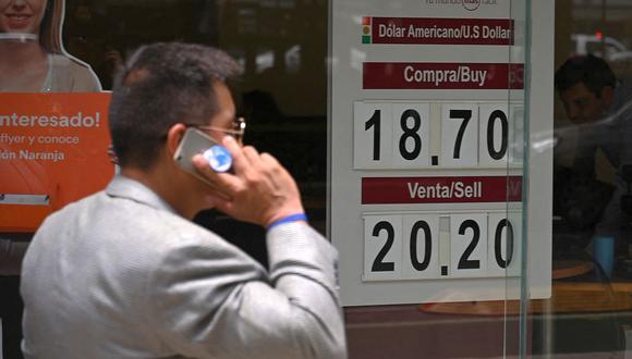 El dólar se negociaba en 19,8 pesos en México este martes (Foto: AFP).