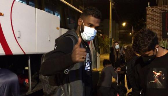Gabriel Achilier llegó a Lima en diciembre de este año para definir su situación con Alianza Lima. (Foto: Directv/@zapccamila)