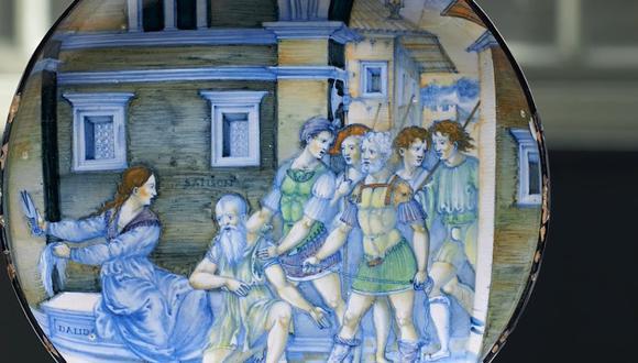 Plato de cerámica del siglo XVI de Nicola da Urbino. (Foto: YouTube   LyonAndTurnbull)