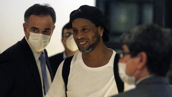 A Ronaldinho se le sigue un proceso en Paraguay por falsificación de documentos. (Foto: AP)