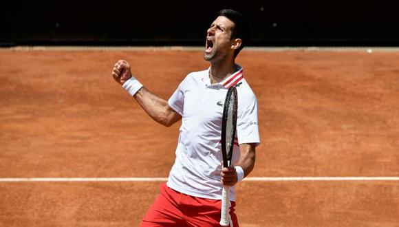 Novak Djokovic brilló en su debut en Roland Garros 2021 y avanzó a segunda ronda. (ATP)