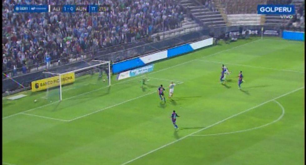 Kluiverth Aguilar estuvo cerca de marcar un golazo en su debut con Alianza Lima. (Captura)