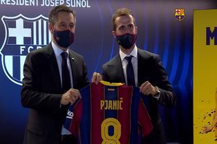 Barcelona: Pjanić llega a España y alaba a Lionel Messi