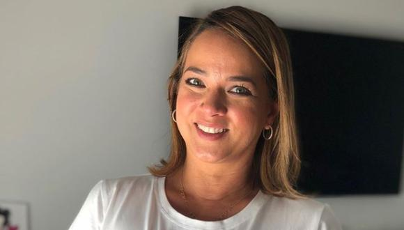 """La conductora de """"Hoy Día"""" de Telemundo ha demostrado que no le importa lo que digan los demás y luce orgullosa sus canas y arrugas (Foto: Adamari López/Instagram)"""
