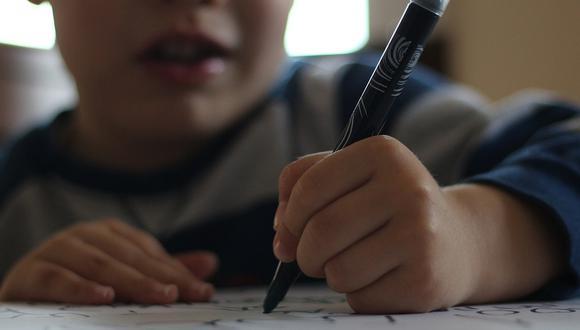 Un niño tuvo una singular respuesta en un ejercicio sobre cómo disminuir o evitar el ruido. (Foto referencial: metin seren / Pixabay)
