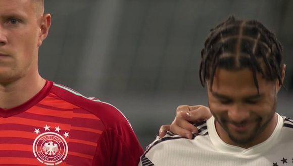 La risa de Serge Gnabry en pleno minuto de silencio en el Argentina vs. Alemania. (TyC Sports)