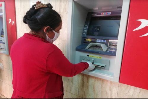 El Segundo Bono Universal por la Banca Celular ya empezó a llegar a los hogares que fueron incluidos en el el padrón (Foto: Andina)