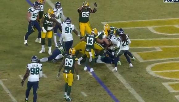 Aaron Jones tuvo que empujar con fuerza para anotar el 'Touchdown'. (Foto: NFL)