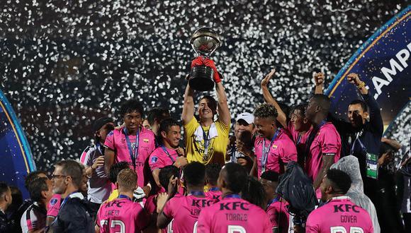 Independiente del Valle alzó el título de la Copa Sudamericana tras vencer 3-1 a Colón de Argentina.