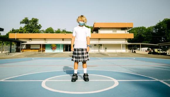 Bad Bunny y adidas presentan las nuevas tenis Forum Back to School