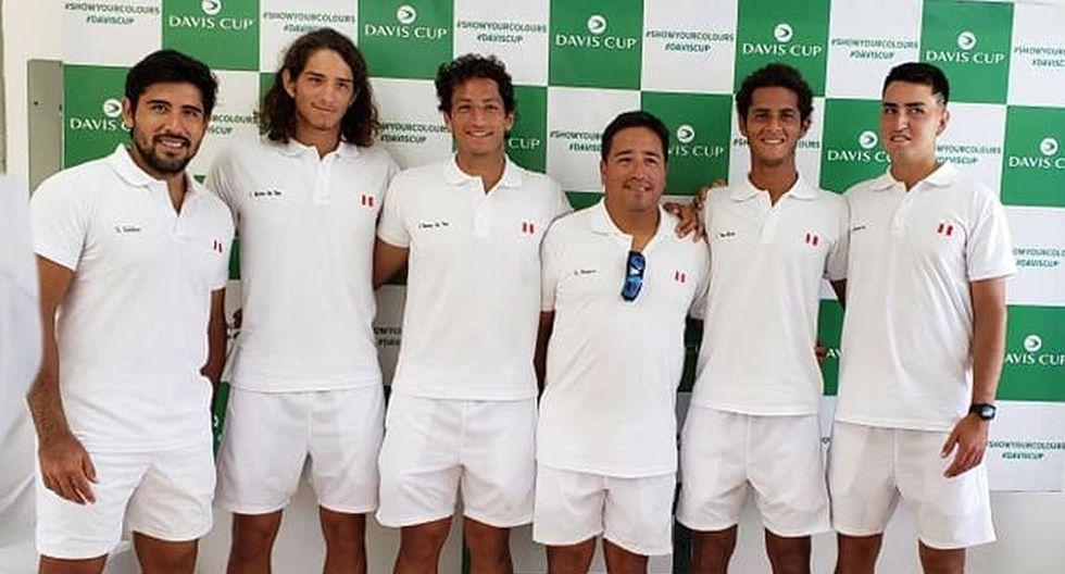 El equipo del Perú: Sergio Galdos, los hermanos Huertas del Pino, el entrenador Tupi Vereno, Juan Pablo Varillas y Nicolás Álvarez. (Foto: Tenis al Máximo)