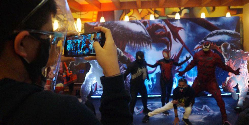Invitados y buen ambiente en el preestreno de Venom (Difusión)
