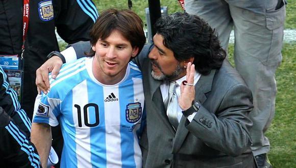Lionel Messi junto a Diego Armando Maradona. (Foto: AP)