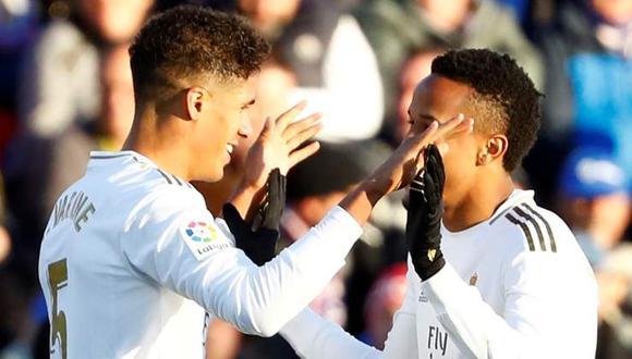 Varane y Militao vienen de tres derrotas como pareja de centrales. (Foto: EFE)