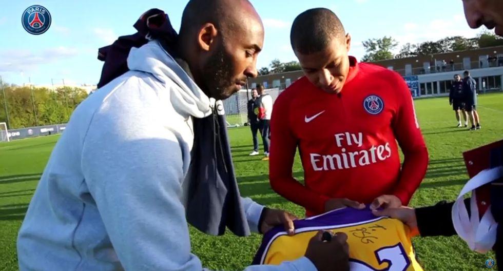 Kobe Bryant junto a Mbappé en el PSG. (YouTube)