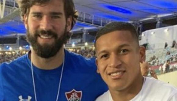 Fernando Pacheco posó para una foto al lado de Alisson Becker. (Foto: Twitter)