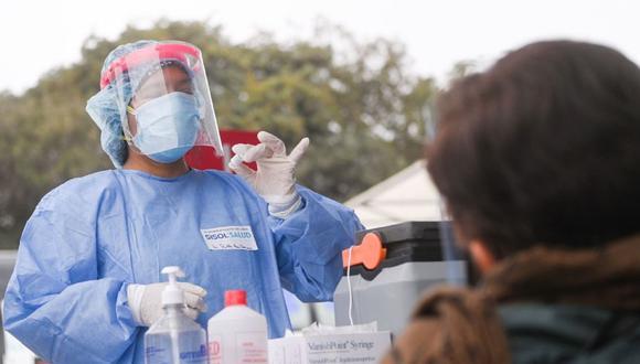 Durante esta semana, el proceso de inmunización contra el COVID-19 continuará con su programación (Foto: Andina).