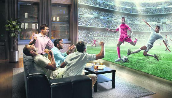 Ya sea en casa o en el lugar en el que estés, puedes proyectar este mundial y disfrutar del juego de Perú.