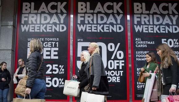 Las principales compañías ofrecerán mega descuentos en sus tiendas online y físicas por el Black Friday o Viernes Negro. (Foto: AFP)