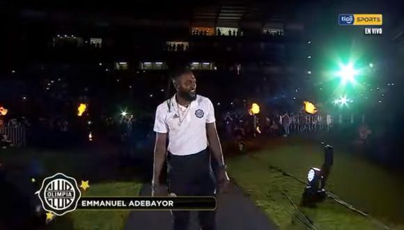 Adebayor fue presentado este viernes por el Olimpia ante todos sus hinchas.