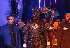 ¡No se quedó atrás! La lujosa indumentaria que usó Deontay Wilder en su salida al ring en Las Vegas [VIDEO]